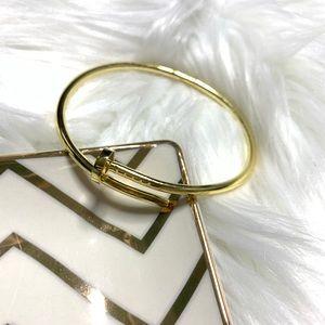 NEW Wrap around gold tone nail bracelet